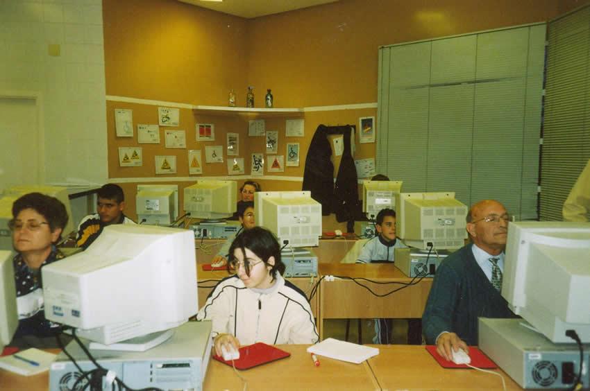 Aula de informática de AMFI año 2001