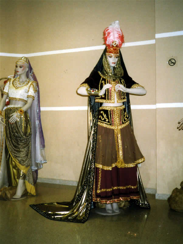 Exposición de trajes de Moros y Cristianos en Novelda 5 de abril de 1998