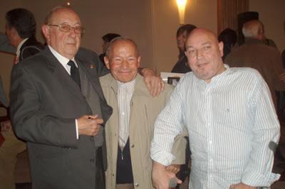De izquierda a derecha, Daniel Esteve, autor del texto, Daniel Tercero y Andrés Molina, Presidente de AMFI