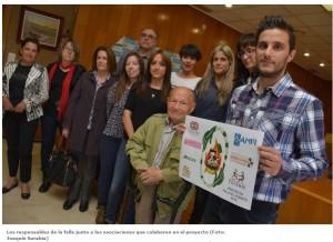 [Los responsables de la falla junto a las asociaciones que colaboran en el proyecto (Foto: Joaquín Sarabia)]